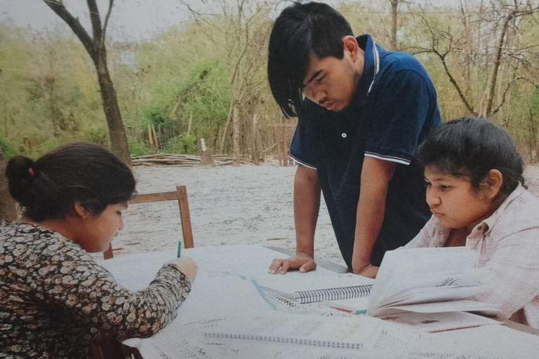Sánchez se convirtió en un referente a la hora de asistir y acompañar a la comunidad wichí como traductor tanto en las escuelas como en las gestiones administrativas ante los organismos públicos