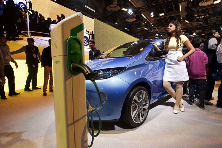 El auto eléctrico Zoe de Renault. Con la tecnología actual, las baterías de estos vehículos necesitan varias horas de suministro eléctrico para restaurar su energía