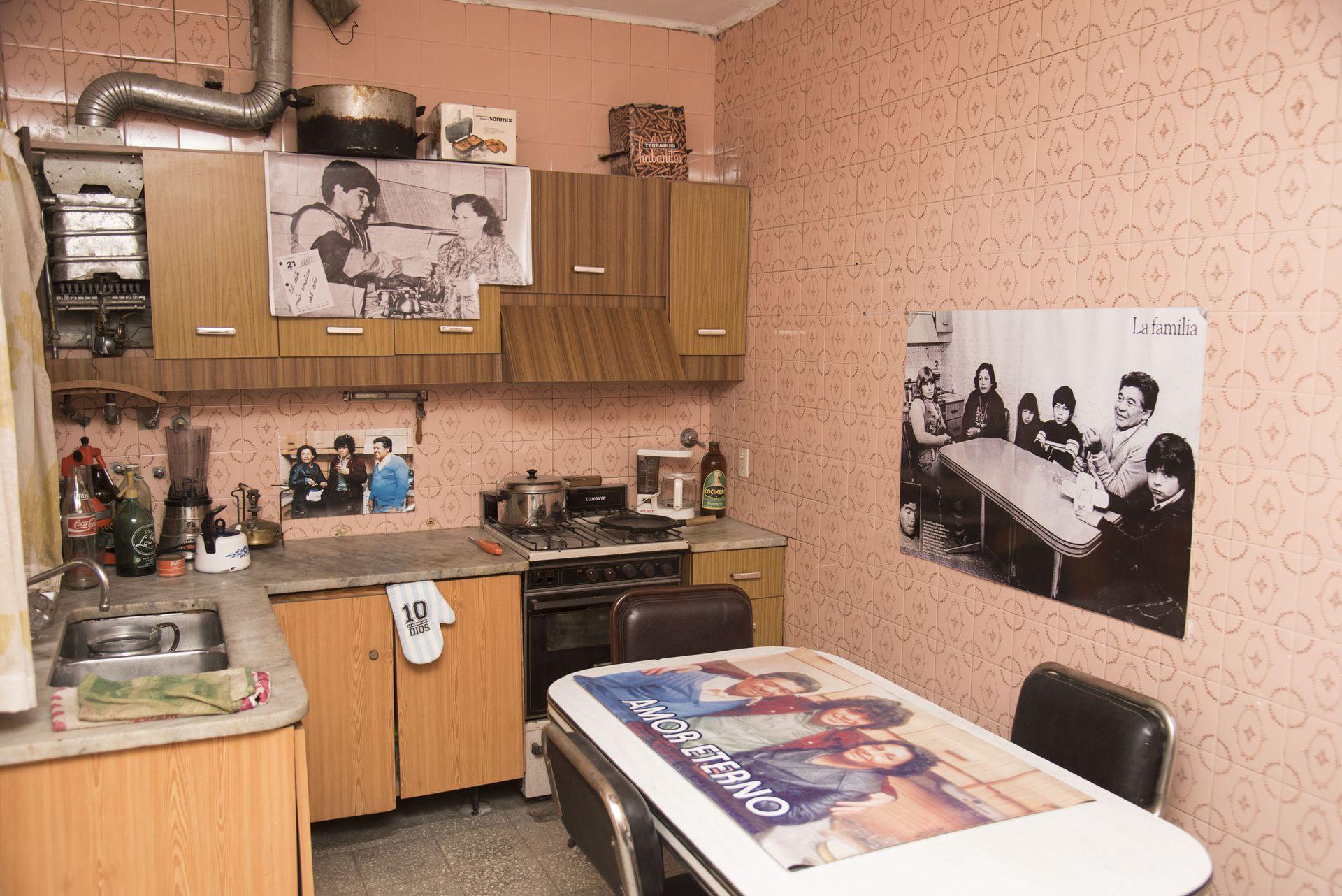 La cocina, como las de antes: los muebles hablan de aquellos finales de los 70.