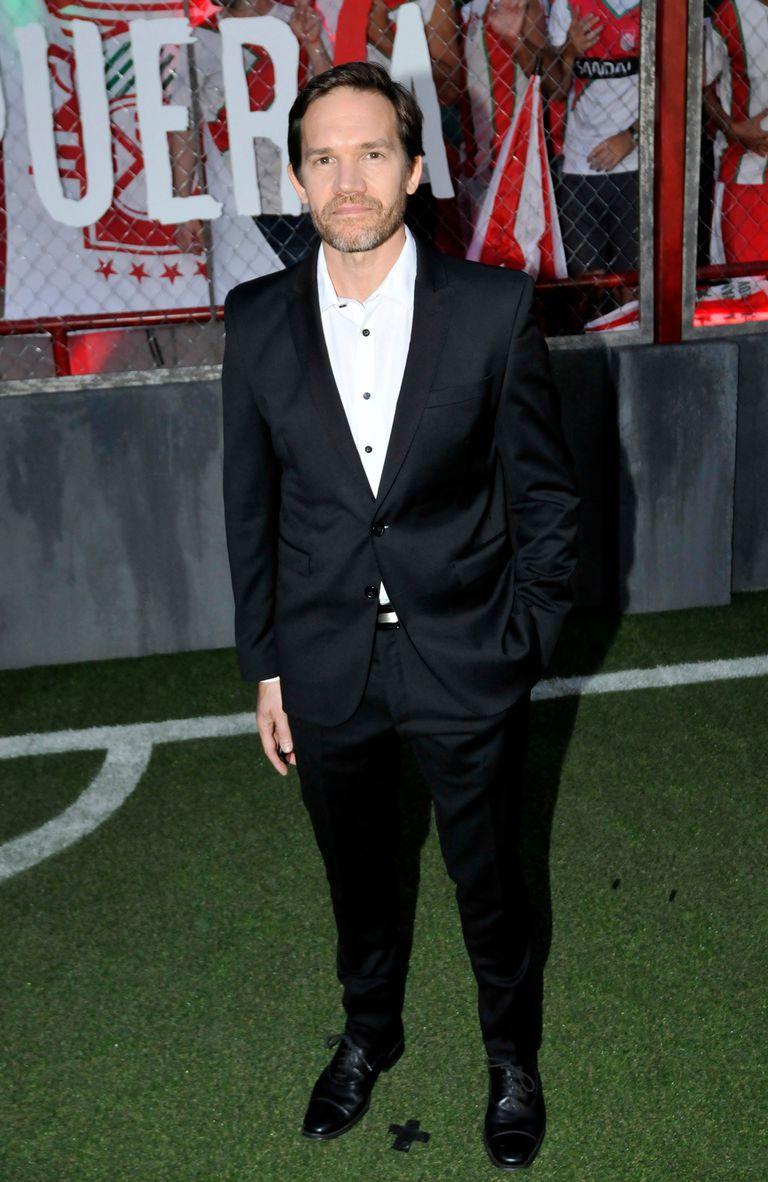 Juan Gil Navarro también asistió a la premiere de la serie argentina de ocho capítulos que estrena Netflix