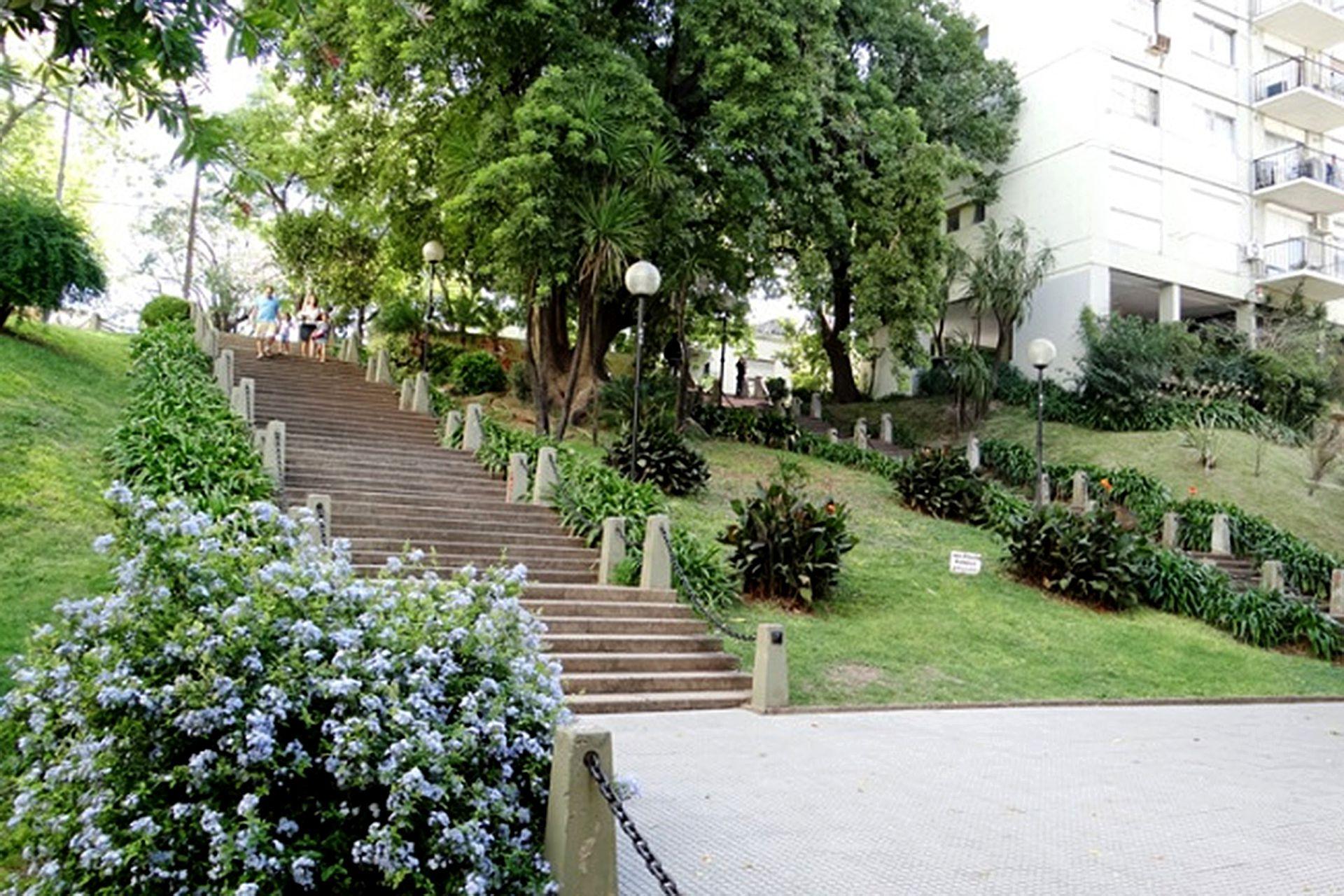 La escalera de calle Arias, en Núñez