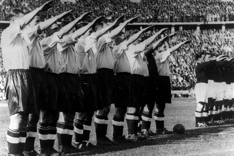 El 14 de mayo de 1938, como preparativo para el Mundial de Francia, Inglaterra visita a Alemania en el estadio Olímpico de Berlín, ante 110.000 espectadores; hoy, los ingleses recuerdan con agrado el triunfo por 6 a 3, pero sufren por el saludo Nazi que le dedicaron a Adolph Hitler