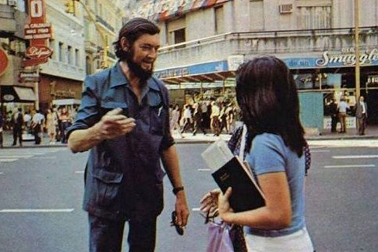 Julio Cortázar en su visita a Buenos Aires en 1973