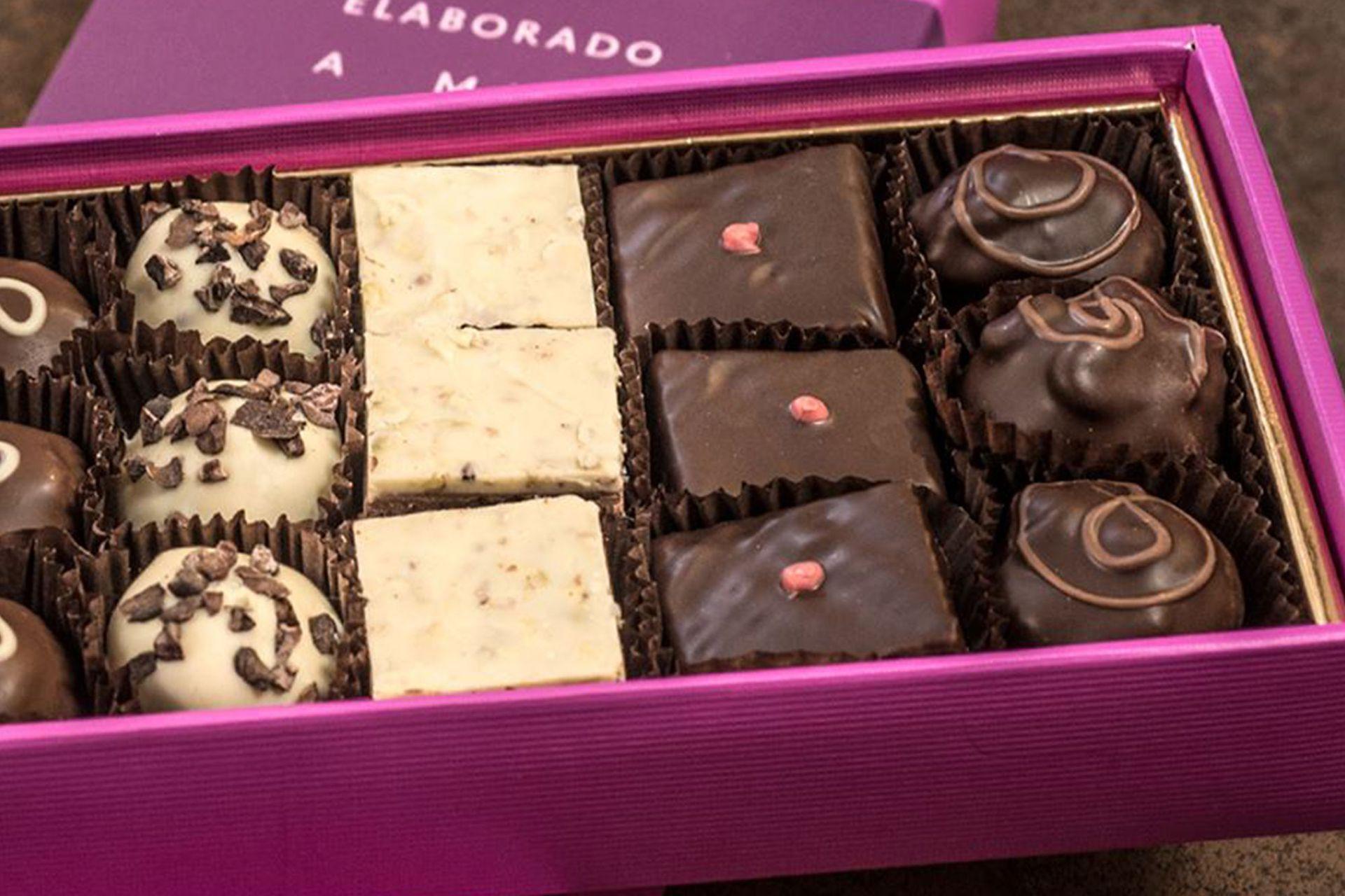 En 1996 empezó a diseñar sus propios chocolates. Diseñó, por ejemplo, una trufa amarga y un crocante de almendras.