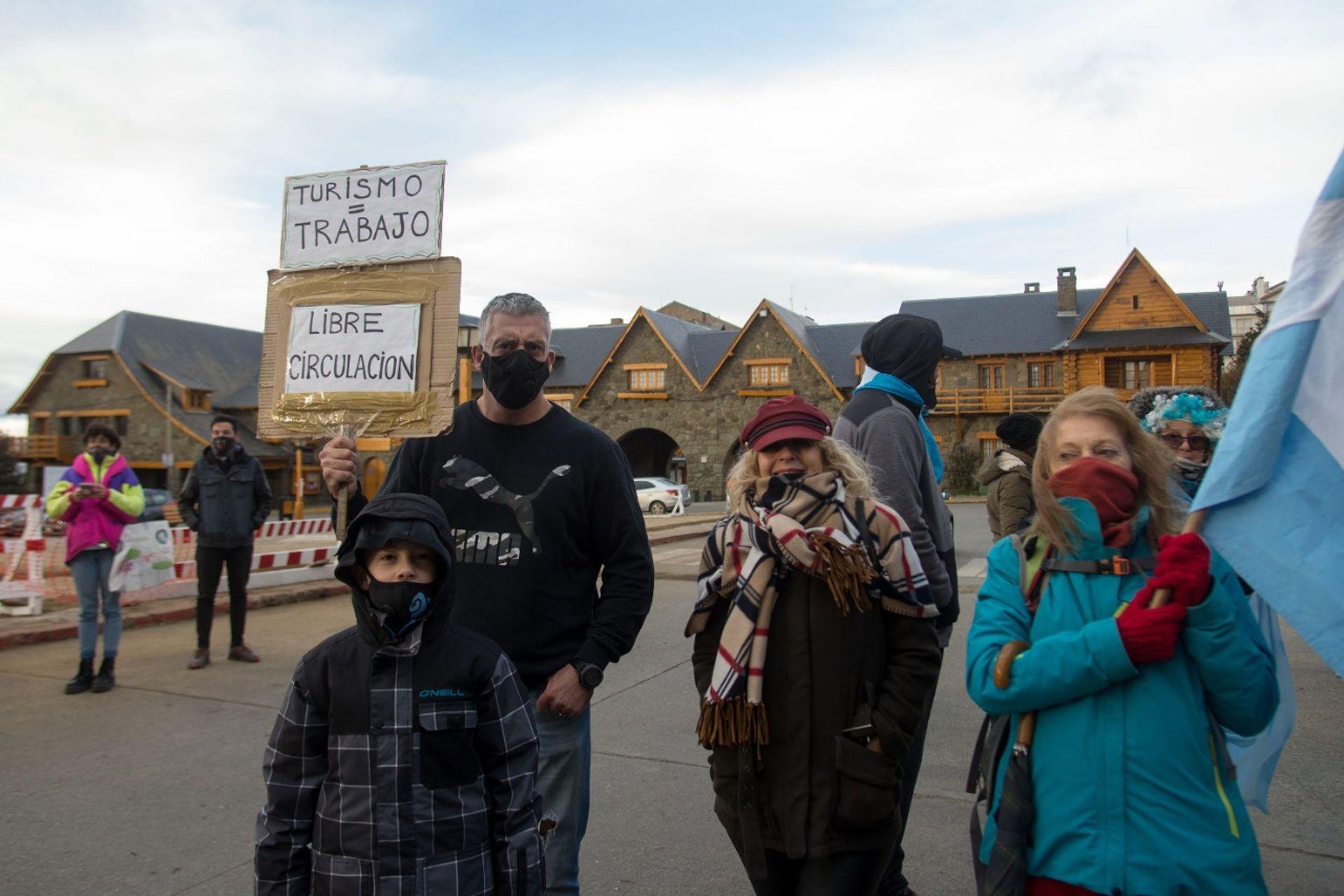 Protesta contra la cuarentena en el centro de la ciudad de Bariloche