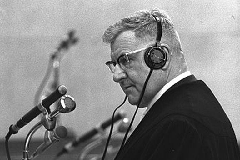Robert Servatius, el abogado de Eichmann, durante el juicio en Jersusalén