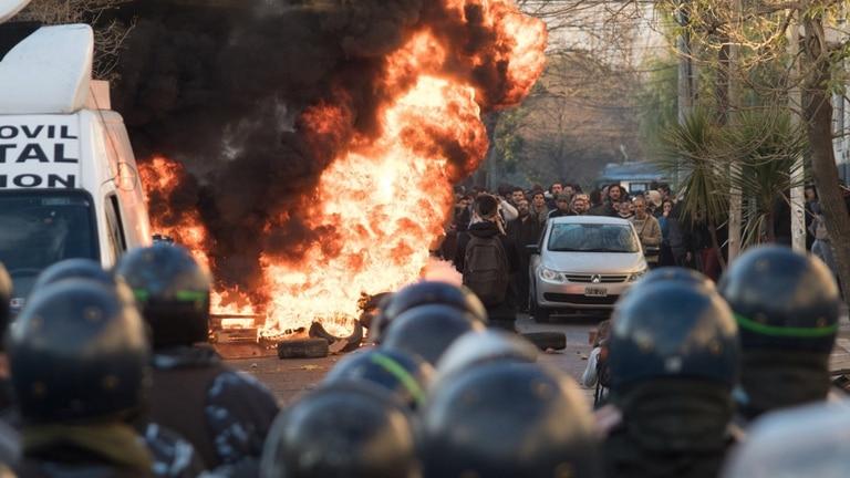 La policía forzó una entrada y dispersó a quienes ocupaban el lugar