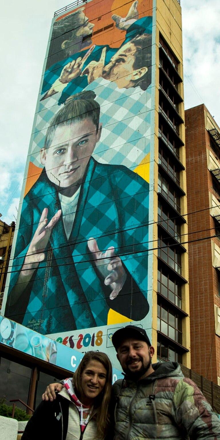 Pareto, Ron, y el mural que tiene una dimensión de 50 metros de alto por 12 de ancho