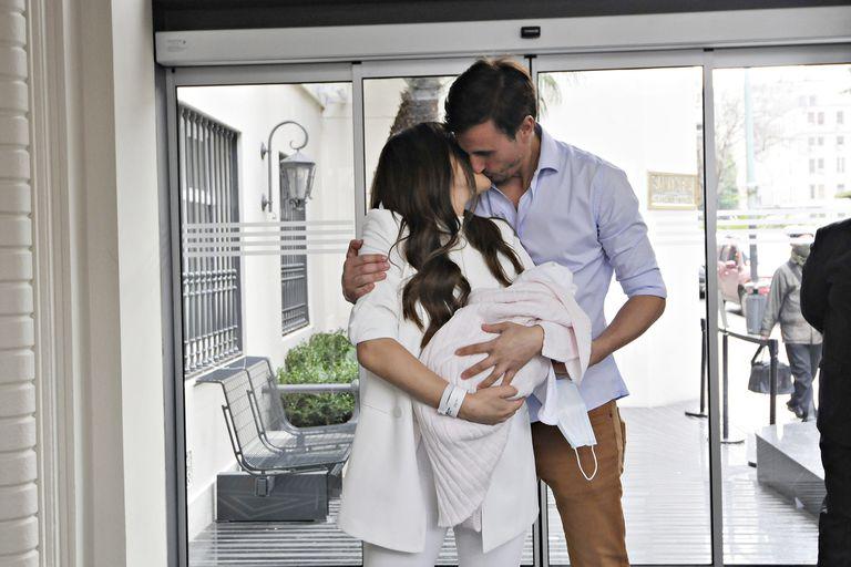 El beso de Pampita y su marido, Roberto García Moritán