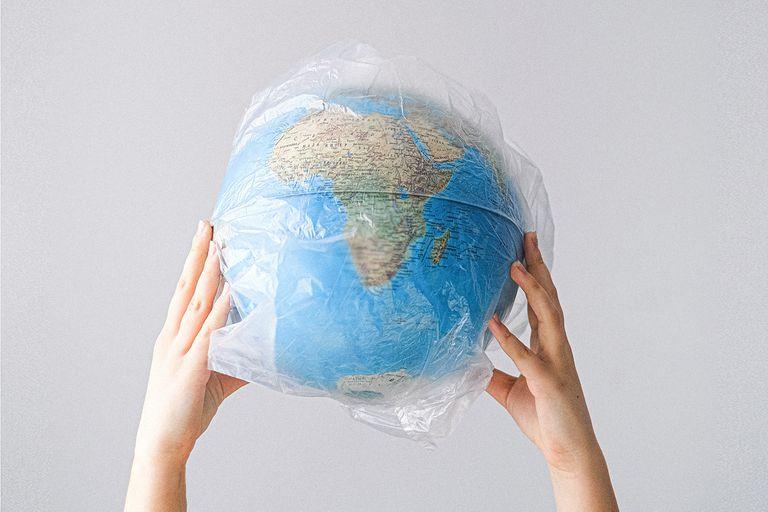 Por la pandemia, el año pasado se redujo la producción mundial de plástico