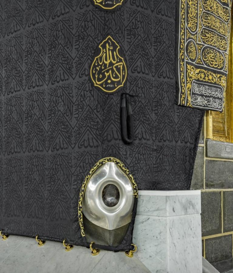 La piedra negra de La Meca, ubicada en la esquina sureste de la Kaaba.