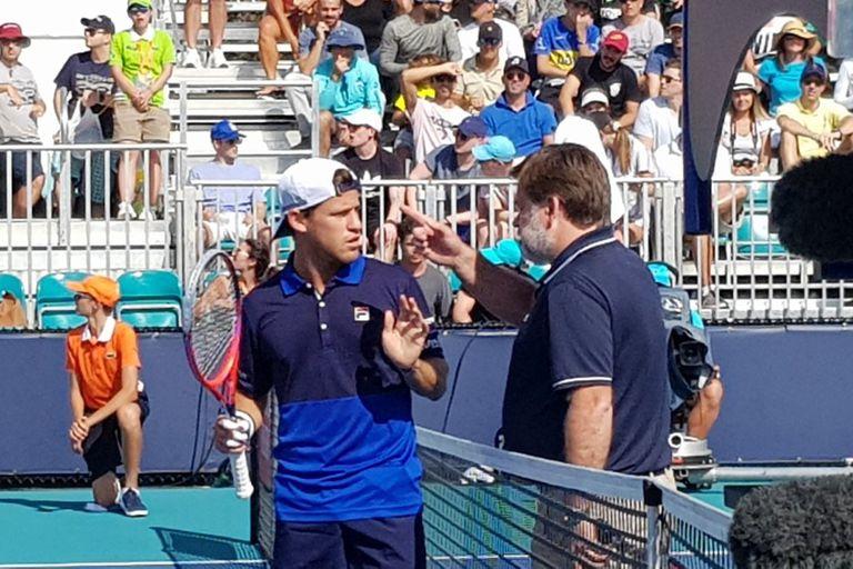 El diálogo entre el umpire Cedric Maurier y Schwartzman