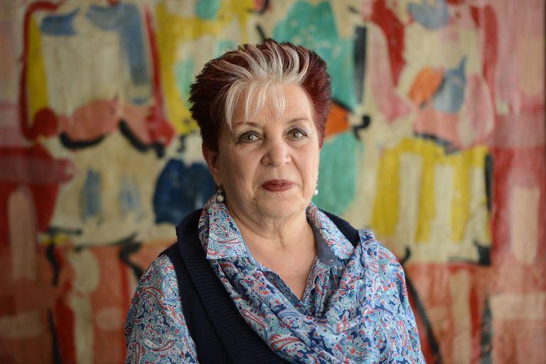 Es la primera mujer al frente de la Biblioteca Nacional y es la única, entre los directores, con formación académica; dice que continuará la gestión de Alberto Manguel, pero con más austeridad