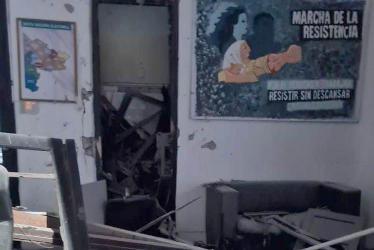 Destruyeron un local de La Cámpora detonando un explosivo en Bahía Blanca