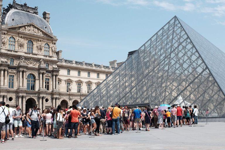 París: el Louvre cerrado por Huelga