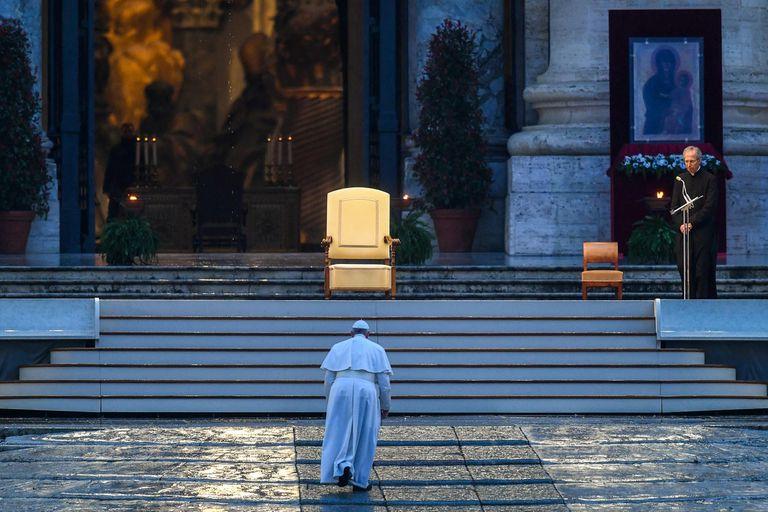 El Papa ofrece una oración al mundo.