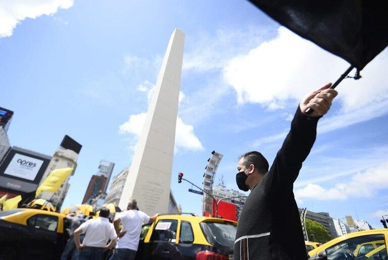Raúl Castells organiza marcha en el obelisco y hay congestión en el tránsito