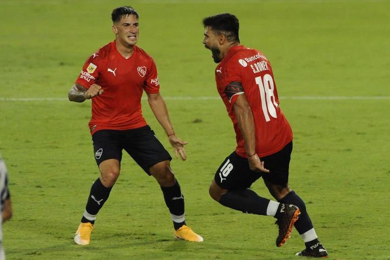 """Con la conquista de """"Chino"""" Romero, Independiente se impuso a Gimnasia y consiguió su segundo éxito seguido por la Copa de la Liga Profesional."""
