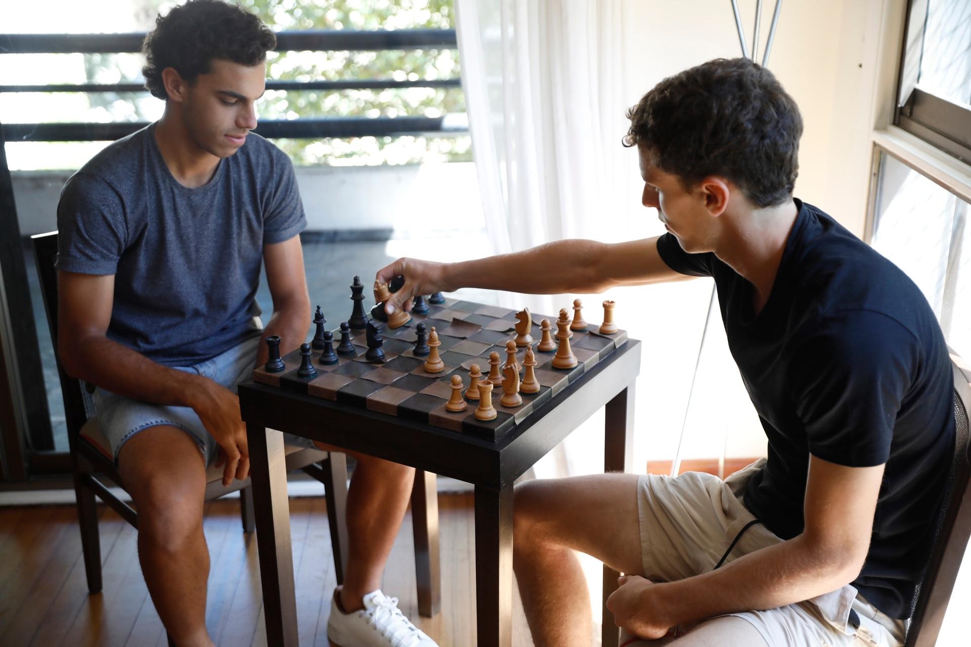 El ajedrez, otra de las actividades que hacen Francisco y Juan Manuel Cerúndolo cuando están en sus casas y no quieren pensar en el tenis por un rato.