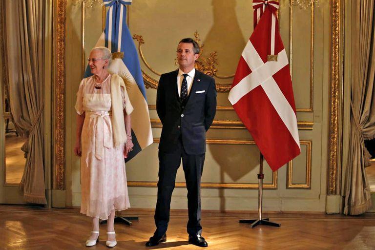 La reina Margarita y el príncipe heredero de Dinamarca, durante su último viaje a la Argentina, en 2019