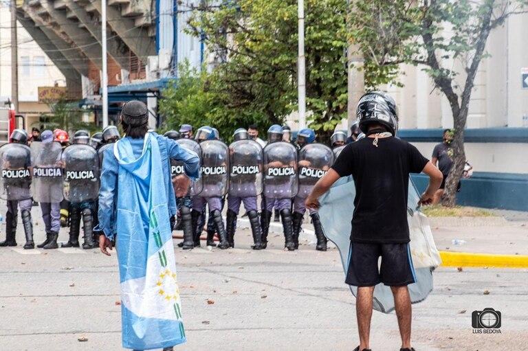 Represión policial durante las protestas recientes en la ciudad de Formosa, tras el regreso a fase 1
