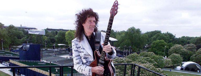 Rock, astronomía y jardinería: la vida de Brian May, un inusual guitar hero
