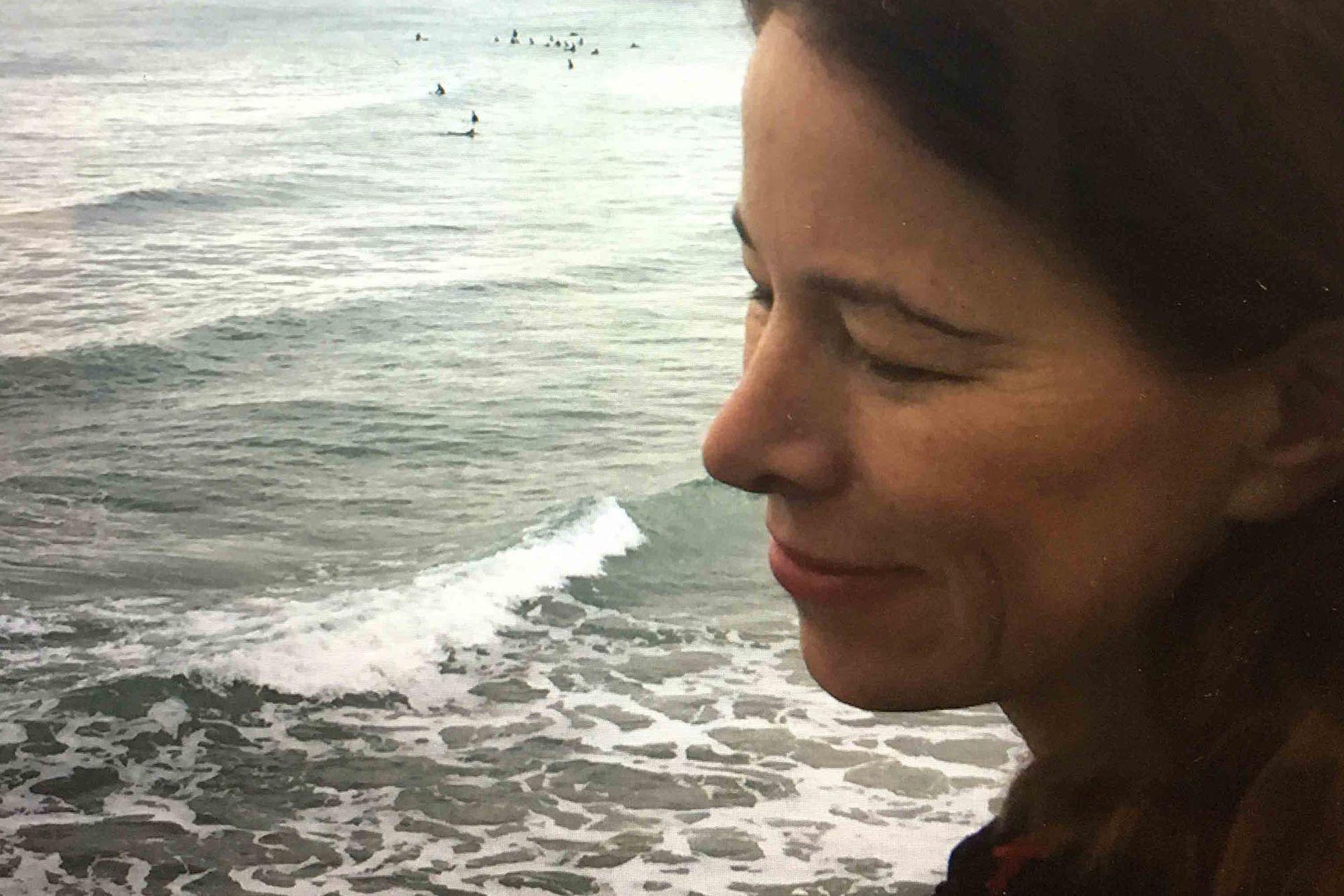 Anne se doctoró en Filosofía en la Universidad de la Sorbonne, practicó el psicoanálisis, también fue editora para Calmann-Lévy y publicó columnas en el diario Libération.