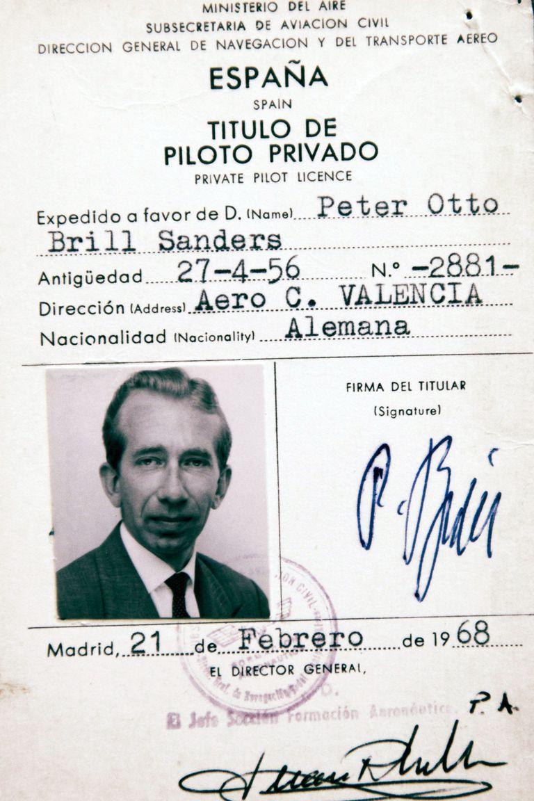 La licencia de piloto privado que le otorgaron a Peter Brill en España