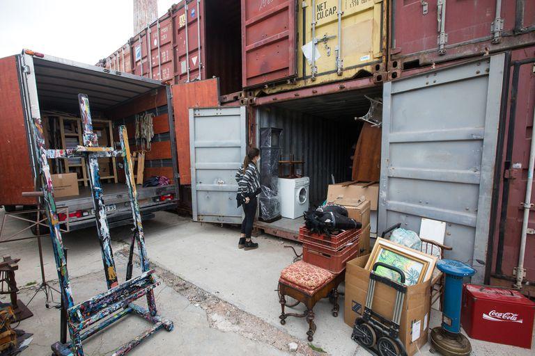 Se puede guardar de todo y acceder hasta la puerta en camión o auto