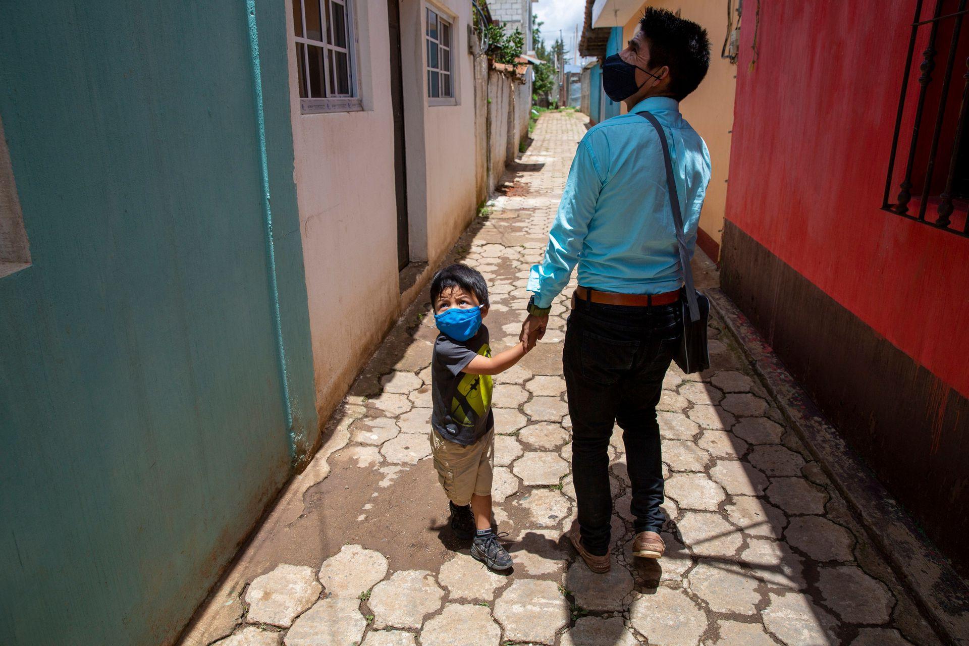 Gerardo junto a su hijo Dylan