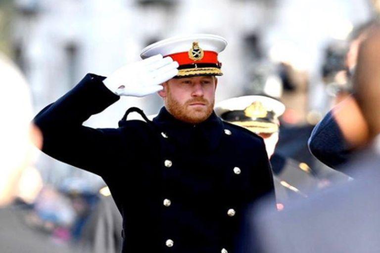 A Harry le afectó haber tenido que renunciar a sus títulos militares honorarios