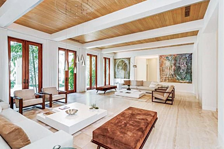 La residencia, de más de 1300 metros cuadrados, cuenta con ocho habitaciones y diez baños.