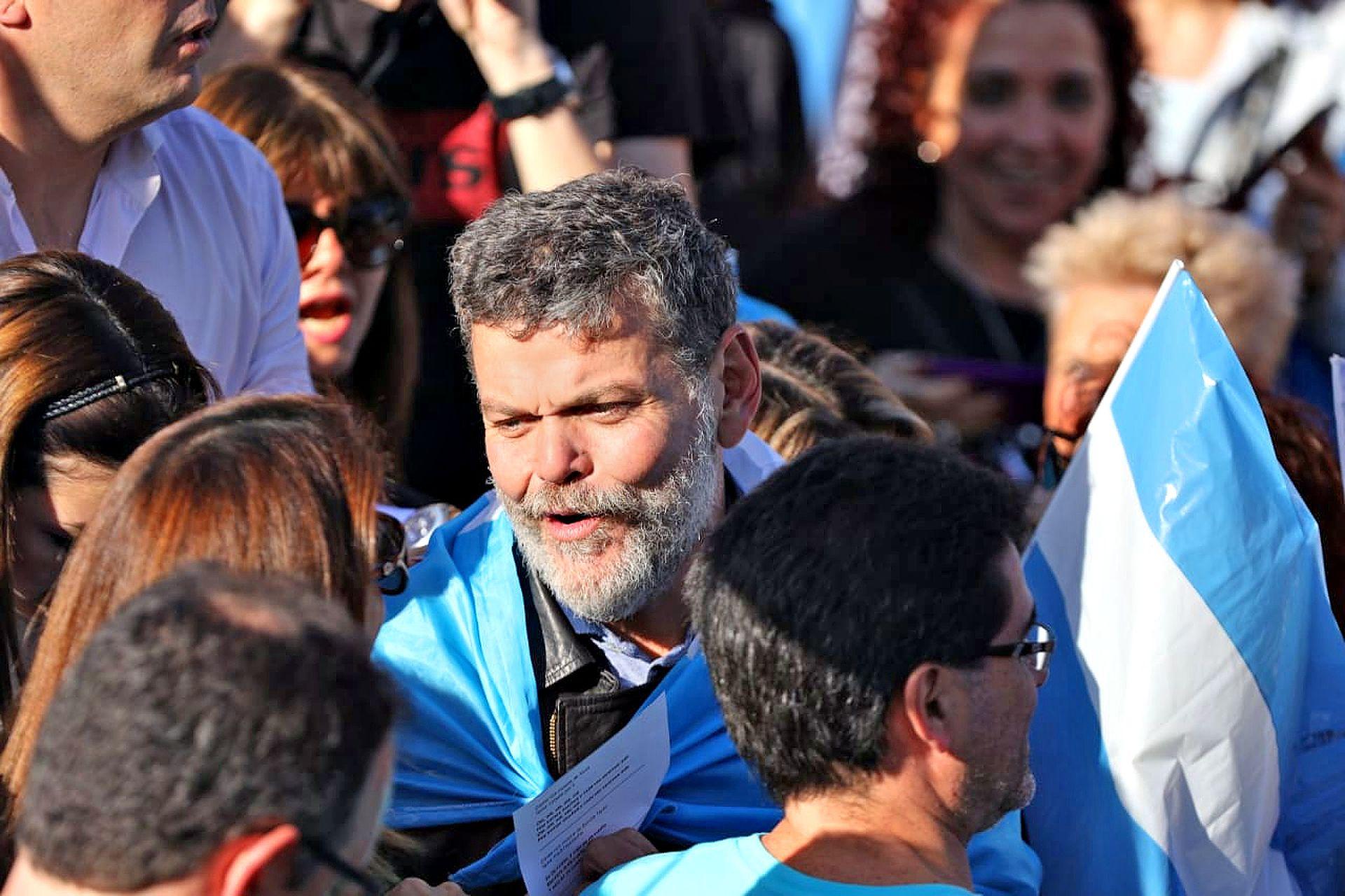Alfredo Casero es saludado por la gente