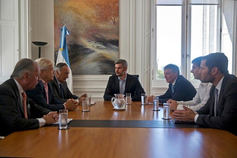Marcos Peña y Francisco Cabrera, durante una reunión con los miembros del comité ejecutivo de la Unión Industrial Argentina (UIA)