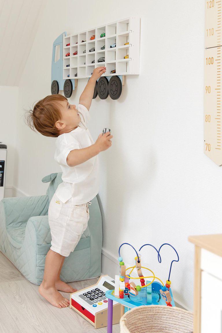 """""""La habitación de Basti está inspirada en la filosofía del método Montessori. Todos los muebles y sus juguetes están a su altura y al alcance de su mano. Es su espacio"""", dice la modelo."""