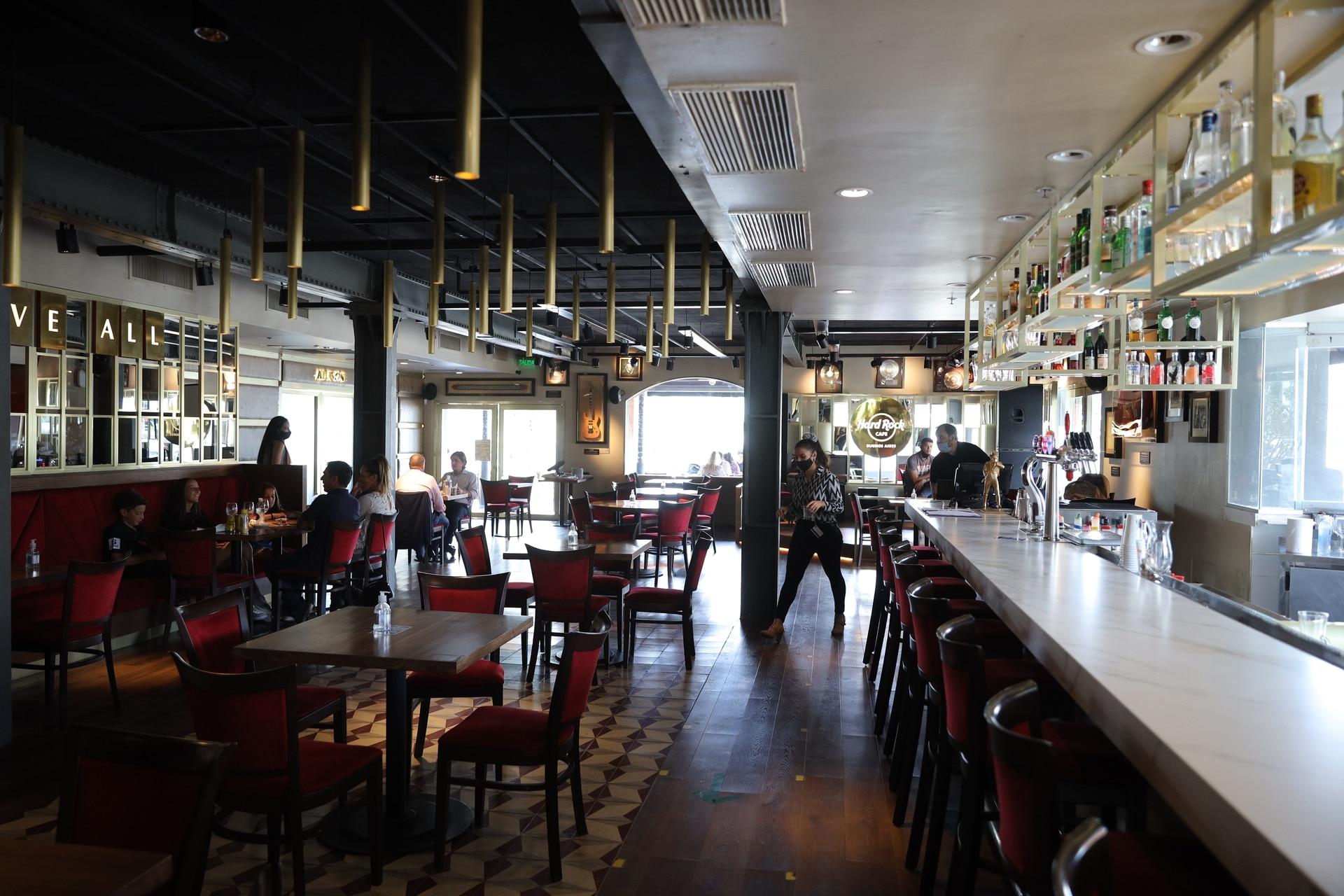 El interior de Hard Rock Café de Puerto Madero, en pleno mediodía