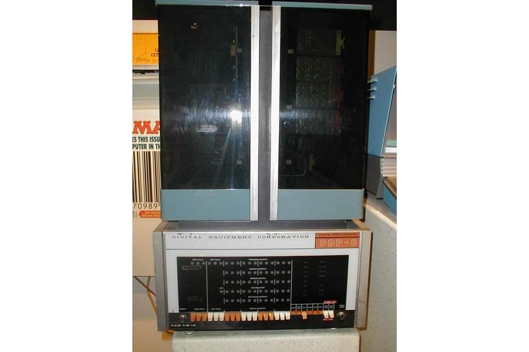 El PDP-8, el primer minicomputador, hecho por DEC