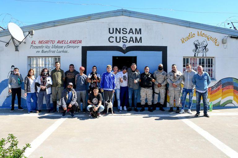 Inédito programa en una cárcel bonaerense: capacitan a internos en el adiestramiento de perros de asistencia