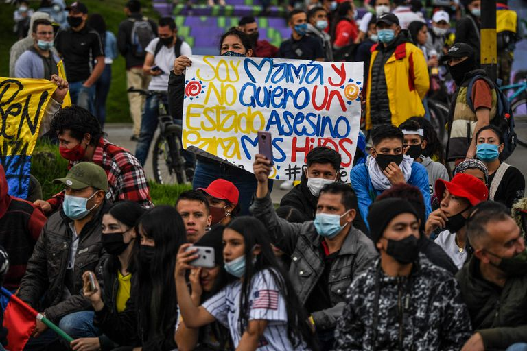 Una marcha en Bogotá contra el gobierno y la represión policial