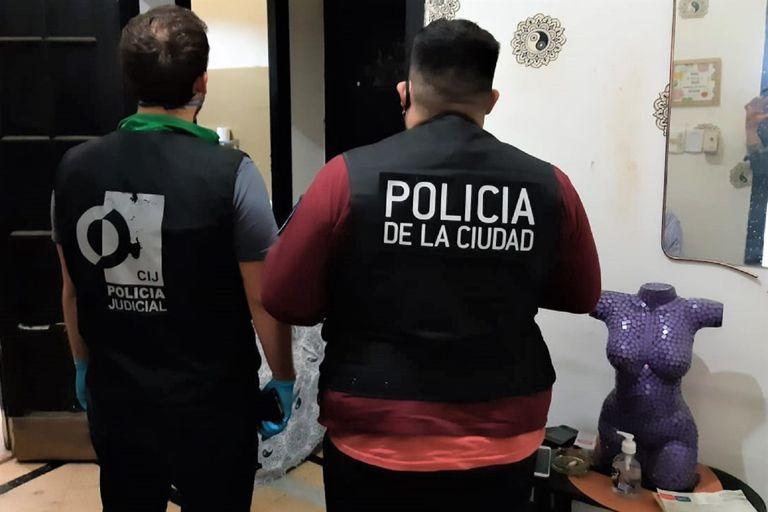 Belgrano. Allanan una casa de citas sexuales en pleno funcionamiento