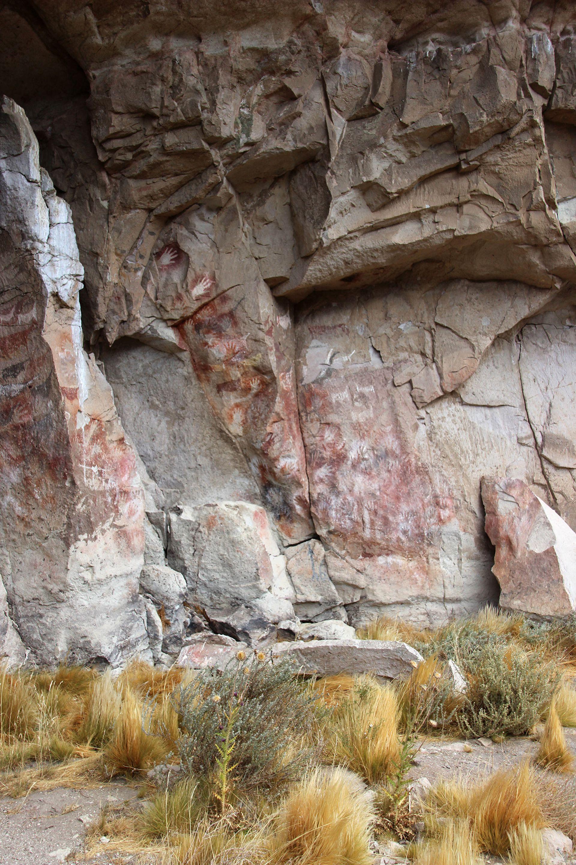 La realización de este arte rupestre estaba ligado a prácticas mágico-religiosas propiciatorias de la fertilidad, la reproducción, la caza y la medicina ritual, concepción mantenida por los tehuelches aún en tiempos de la conquista
