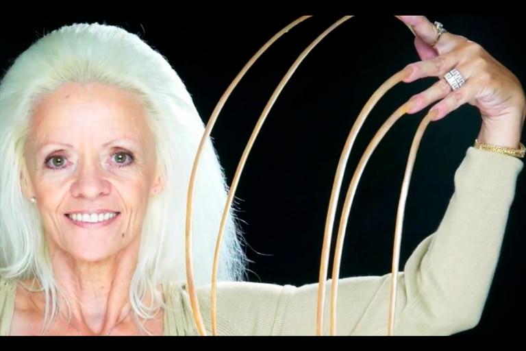 """""""Eran como hijas"""": la mujer con las uñas más largas reveló cómo perdió su récord"""