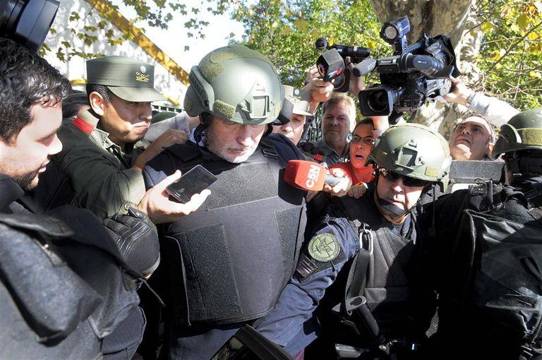 En un fuerte operativo de seguridad, el abogado de Lázar Báez fue conducido a los tribunales