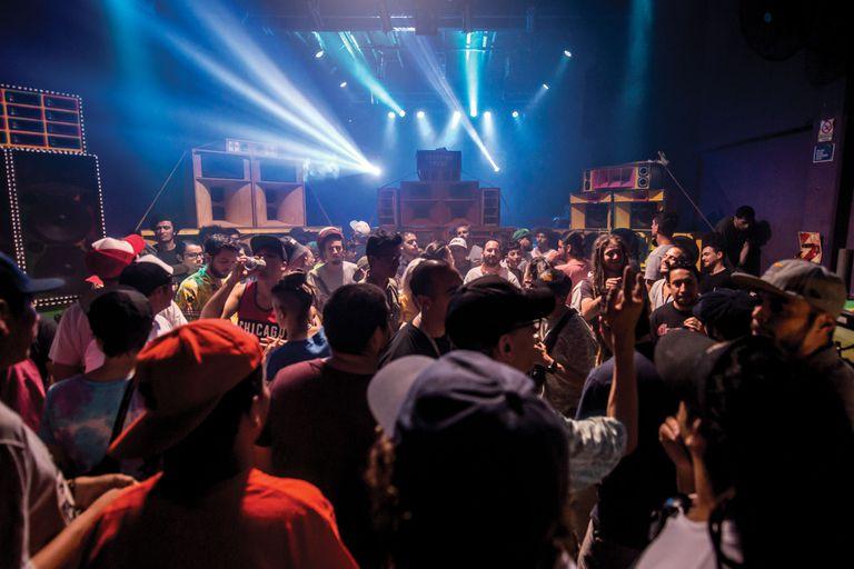 Los sound systems pisan cada vez más fuerte, y no solo en la escena reggae. Quiénes están detrás de estas torres de parlantes que se encienden y hacen temblar todo