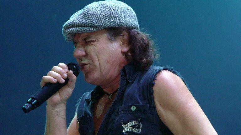 Brian Johnson: el vocalista fue reemplazado por Axl Rose en el tramo de la gira que acaba de finalizar
