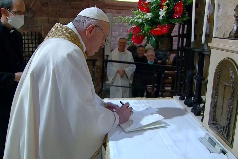 Francisco le envió una carta a la diputada Victoria Morales Gorleri y llamó a Cristian Ritondo