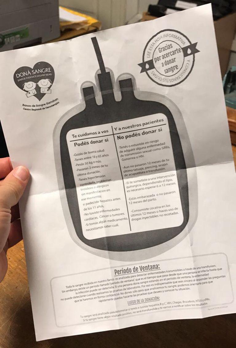 El folleto que le dieron donde no aclara que no se puede donar si se es homosexual.