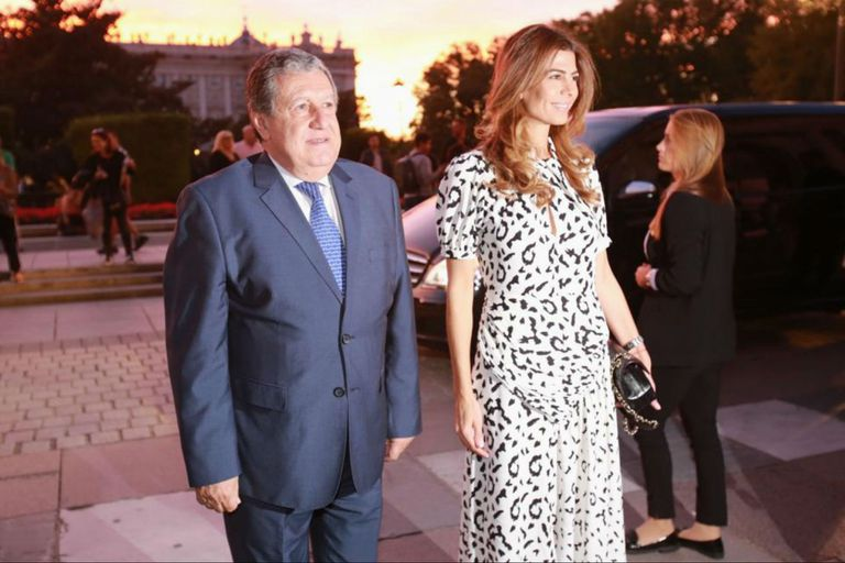 Juliana Awada y el embajador argentino Ramón Puerta llegan al teatro Real para disfrutar del concierto