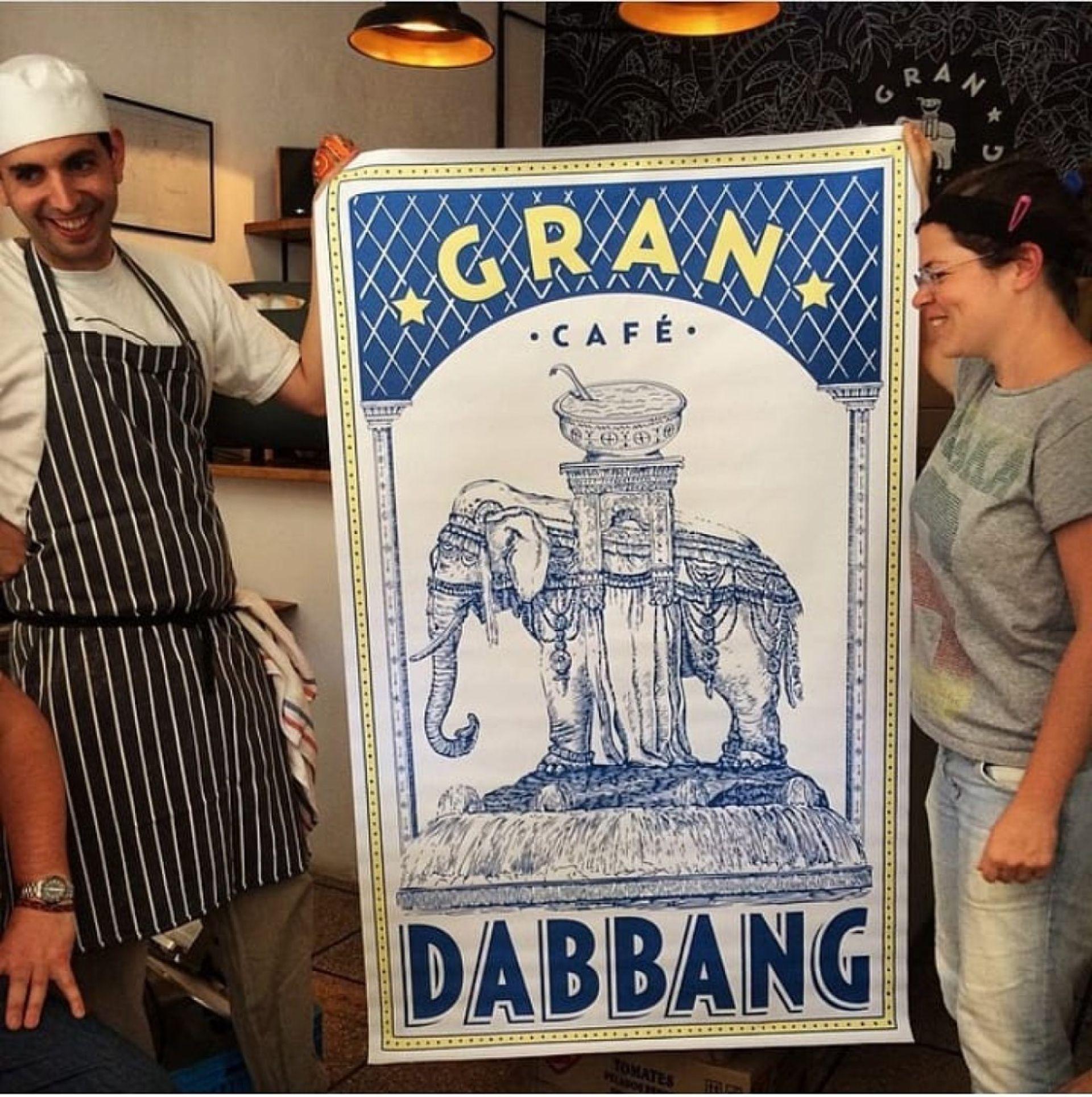 Con Philippa Robson y la gráfica de su restaurante
