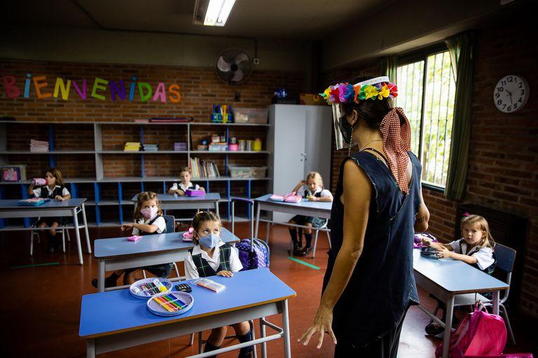 Los colegios de la provincia de Buenos Aires de distritos en fase 3 y 4 pueden, ya desde ayer, extender progresivamente la jornada escolar presencial